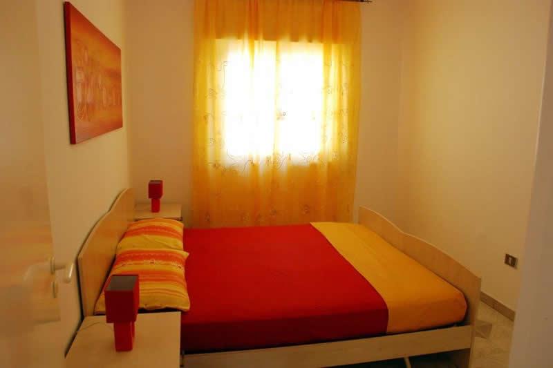 Appartamento con 3 camere da letto a posto veccio pescoluse for Appartamento con 3 camere da letto