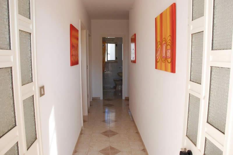 Appartamento con 3 camere da letto a posto veccio pescoluse for Capanna con 3 camere da letto