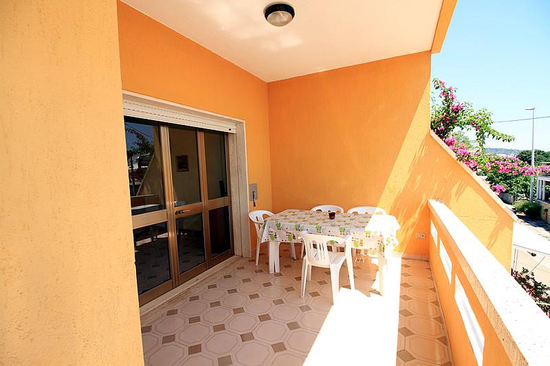 Villetta quadrilocale con 3 camere da letto per 6 persone for Capanna con 3 camere da letto