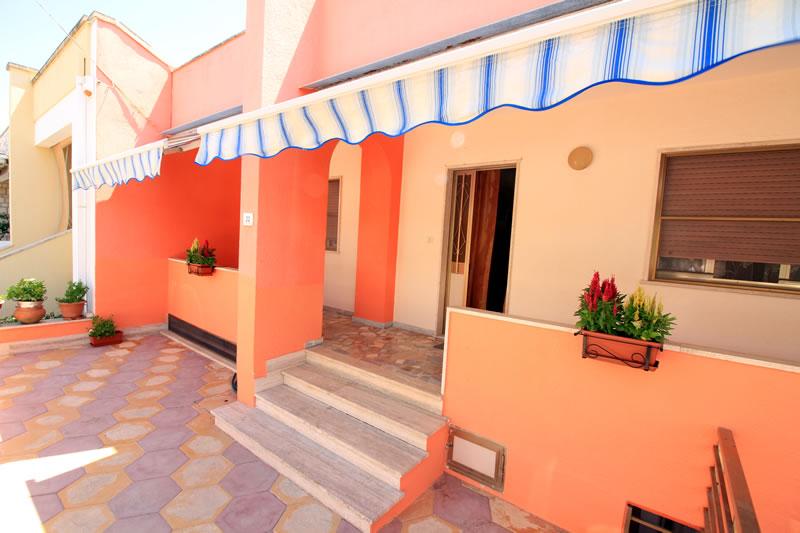 Casa vacanza in affitto con 3 camere da letto a posto for Case con 3 camere da letto con cantina in affitto