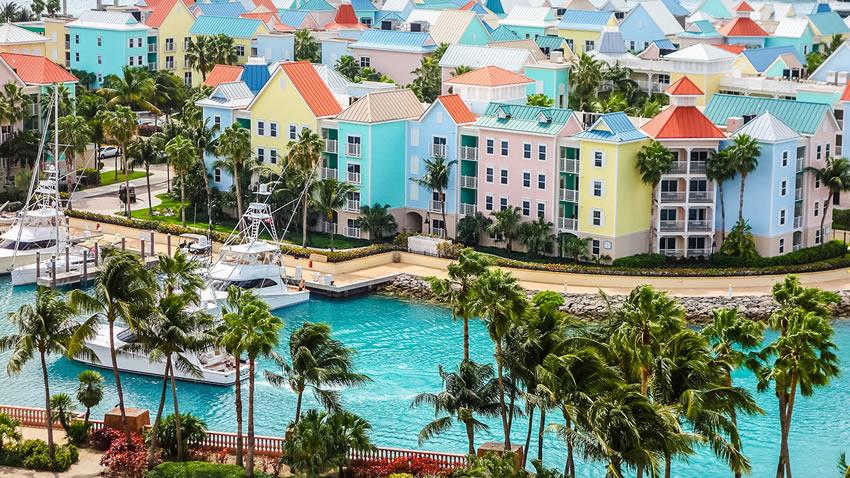 Nassau città colorata Bahamas