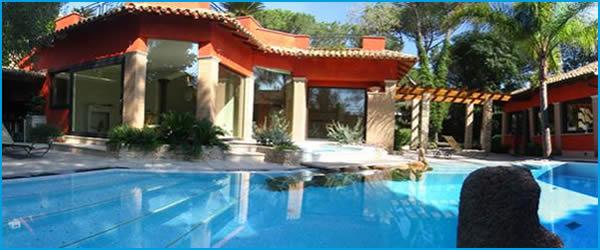 Ville con piscina nel salento affitti villa con pescina for Foto case con giardino